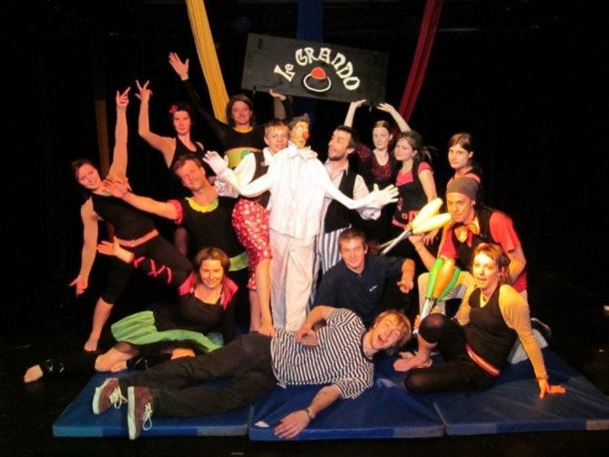 Část osazenstva Cirkusu LeGrando. Foto: Cirkus LeGrando