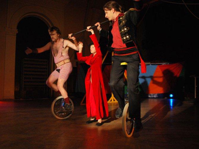 Představení Kolotoč, Cirkus LeGrando